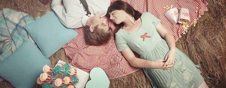 Desejar feliz aniversário para casal que se gosta muito.